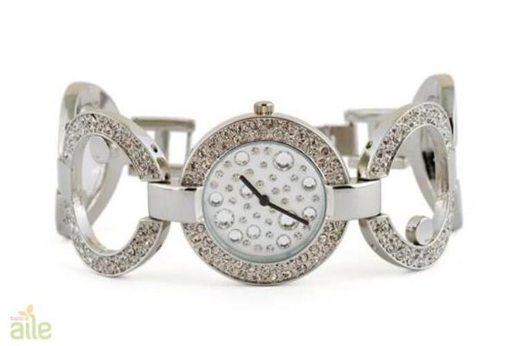 Oval kadranlı taşlı bayan kol saati