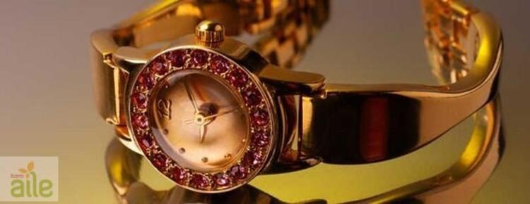 Altın kaplamalı ve taşlı bayan kol saati