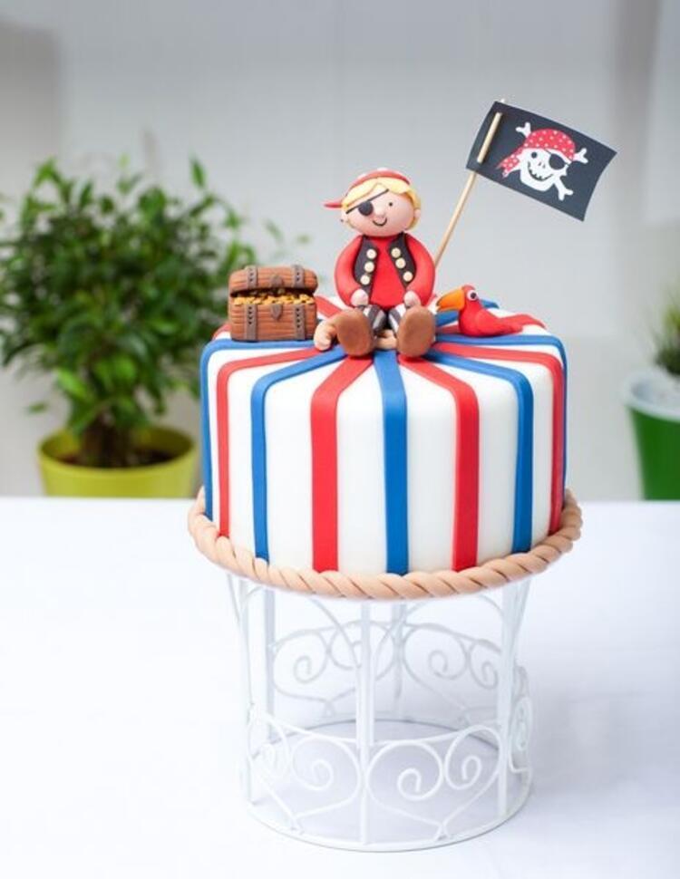 Çocuklar için doğum günü pastaları