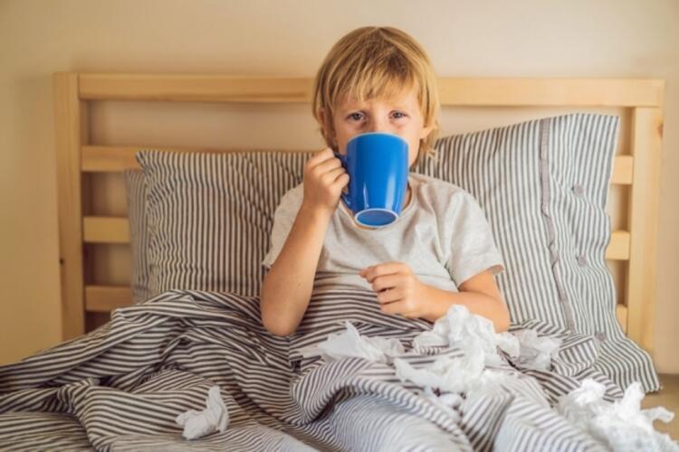 Soğuk algınlığı olan çocuğa ıhlamur