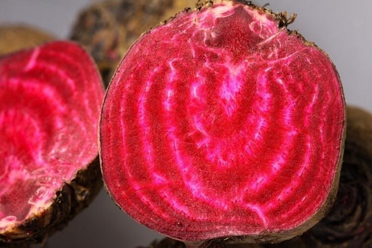 Mor besinlerle kanserden korunun