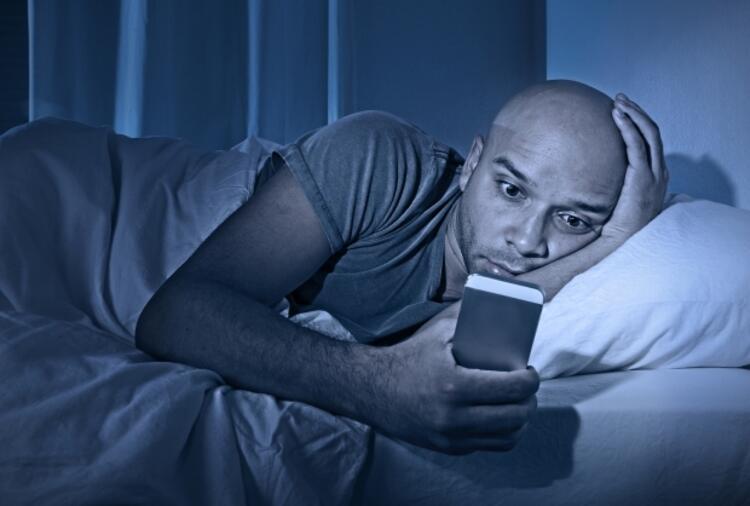 Cep telefonunuzu yatakta kullanmayın