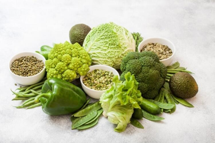 6. Yeşil yapraklı ve kükürtlü sebzeler