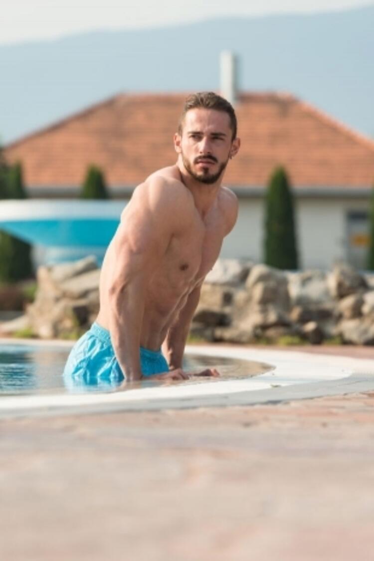 7-Dips on the pool (Havuzda arka kol çalışması)