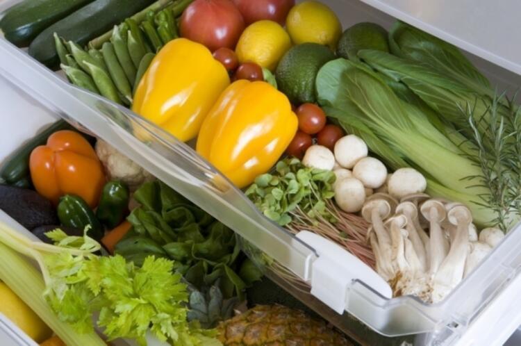 Meyve ve sebzeler: Bol suyla iyice yıkayın