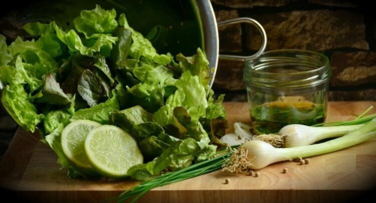 2. Koyu yeşil yapraklı sebzeler