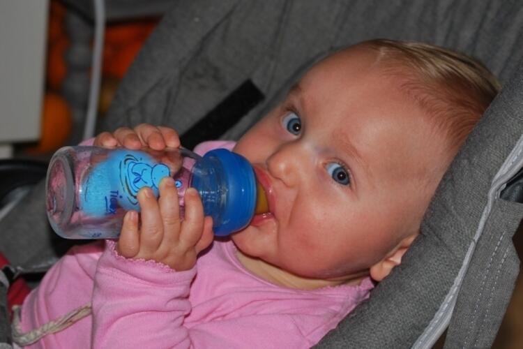 """""""Hıçkırık tutan bebeğe limonlu su verilir"""""""