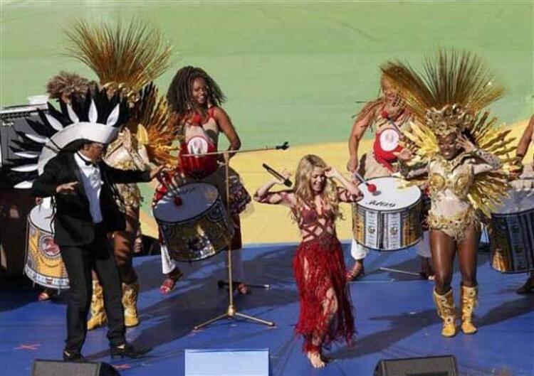 Shakira, Dünya Kupası kapanış sahnesine oğlu Milanı çıkardı