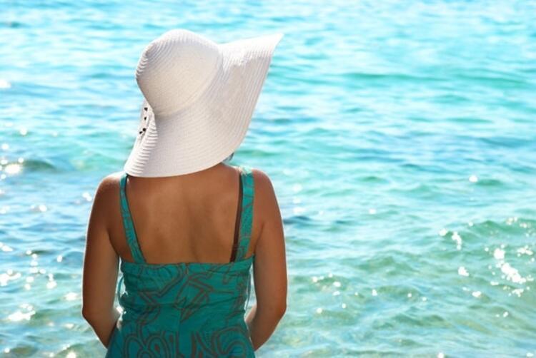 6- Güneş varken şapkasız çıkmayın