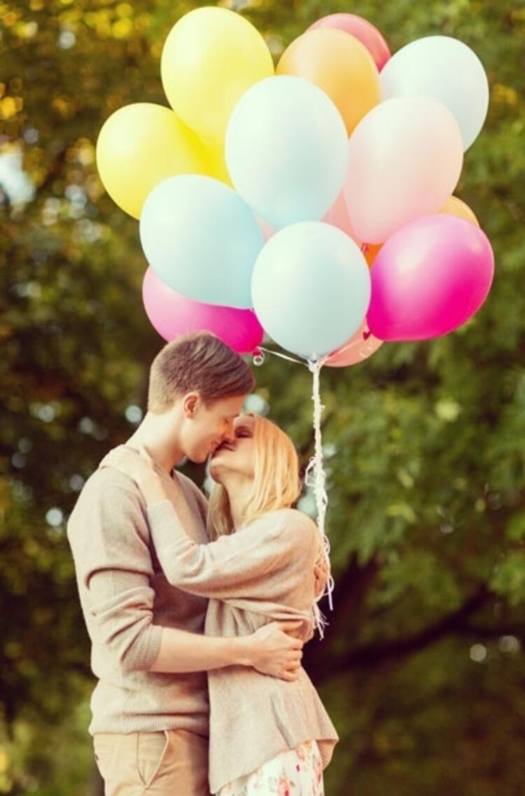 Aşık olunca; dokunmak, öpmek ve sarılmak çok daha anlam kazanıyor…