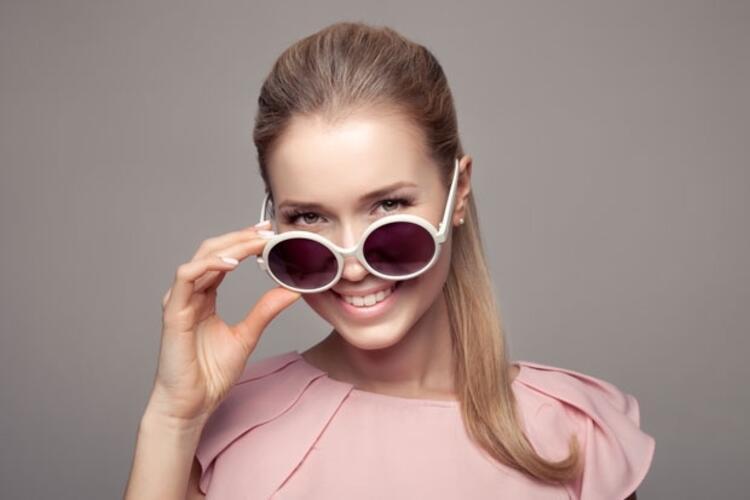 3- Güneş gözlüğü takın