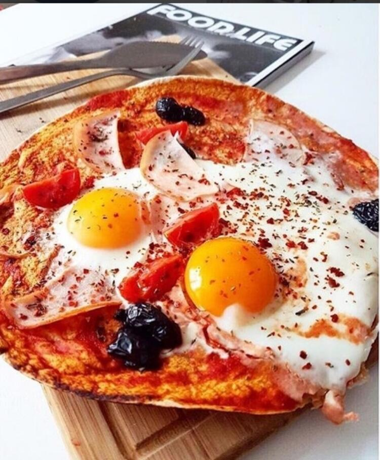Yumurtalı pizza
