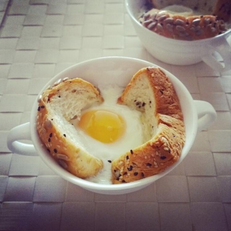 Ekmek üstü yumurta
