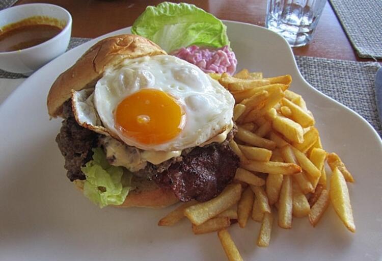 Yumurtalı hamburger