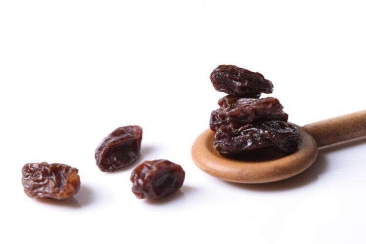Siyah kuru üzüm sağlıklı bronzlaşmanın kraliçesi