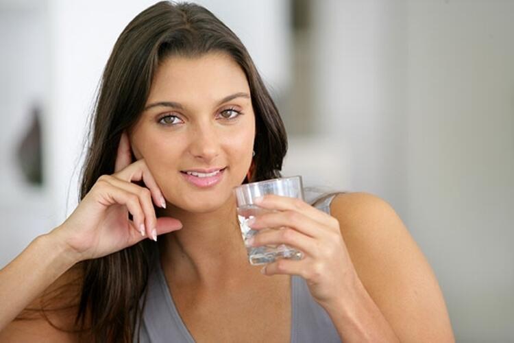 2. Yeterli sıvı alımını ihmal etmeyin