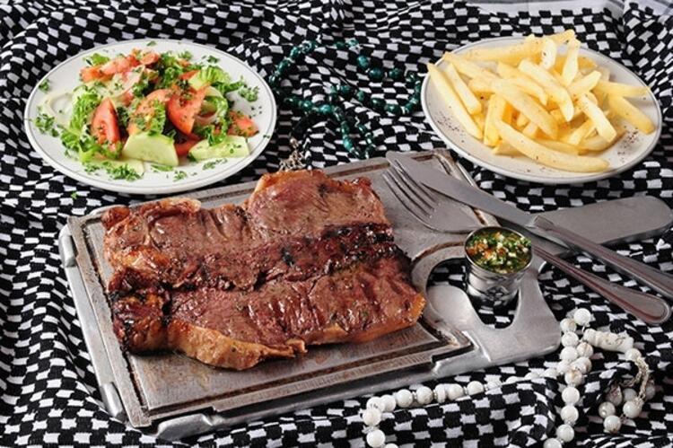Izgara et veya zeytinyağlı yemekler iftar için uygun