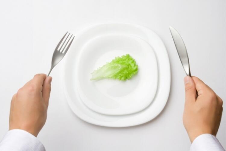 Şok diyetlerin yan etkileri sağlığınızı riske atıyor