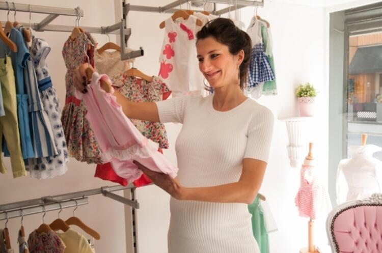 7- Birkaç ay giyeceği kıyafetlere servet harcamayın