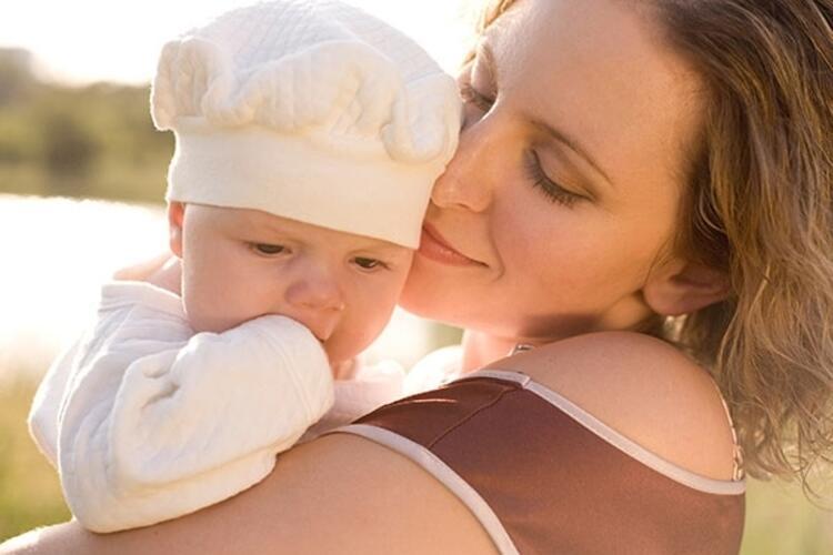 Bebeğin yüzündeki bezecik ve su baloncukları