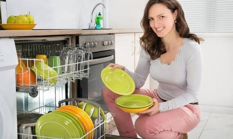 Bulaşık makinesini dizleri kırmadan boşaltmak
