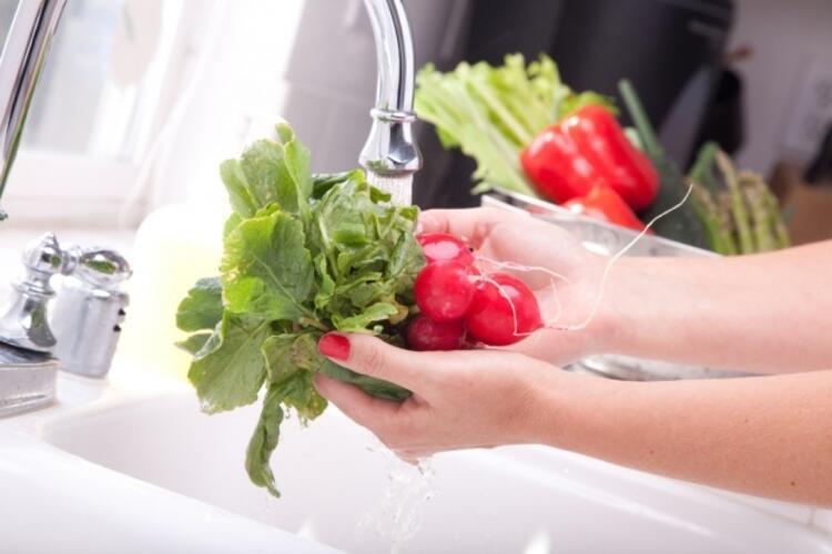 Sebze ve meyveleri temiz suyla yıkayın