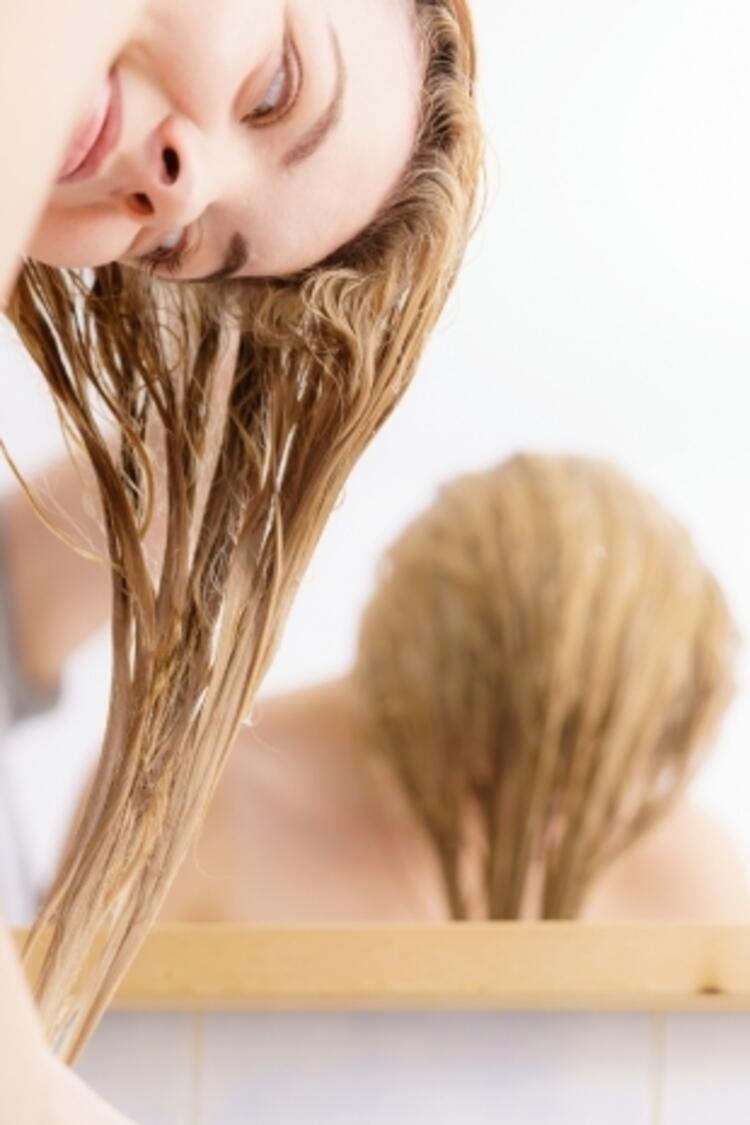 Kepek gibi saç derisi sorunlarını tedavi eder