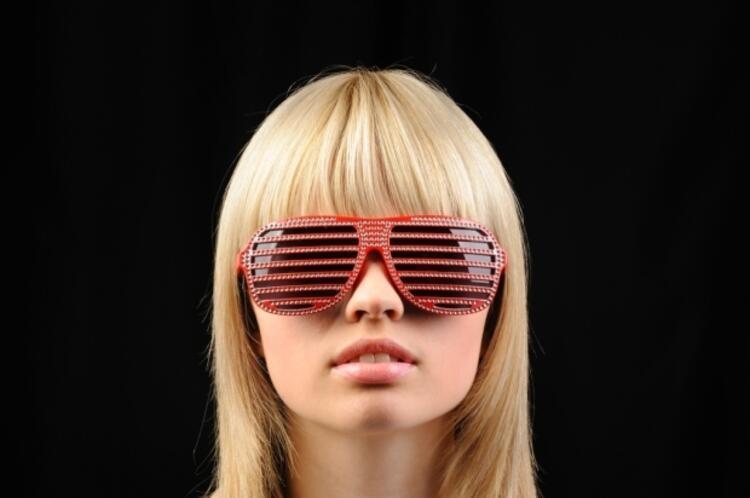 Karşınızdaki kişi gözlük takılıyken gözlerinizi görüyorsa...
