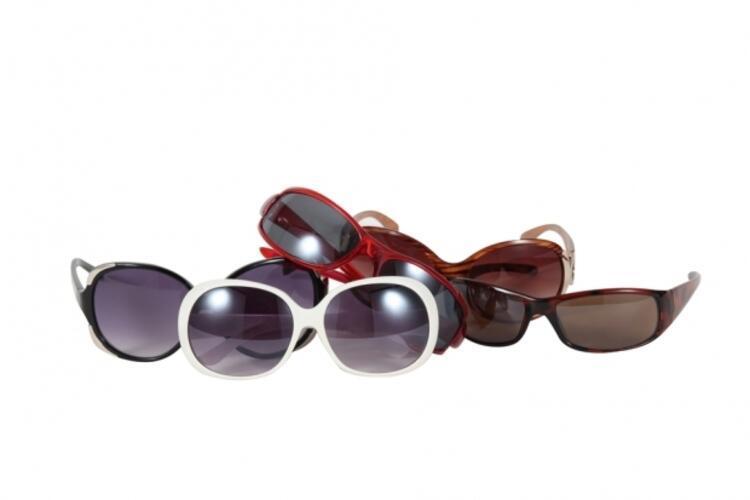Gözlüklerin koruyuculuklarıyla ilgili sertifikalarına mutlaka bakın