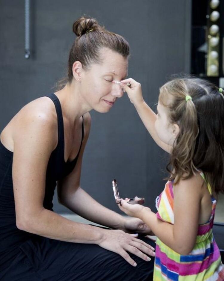 Bu makyajları küçük kızlar anneleri için yaptı