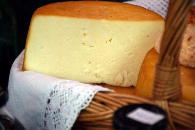 Sert peynir, doğal yoğurt ve ayran
