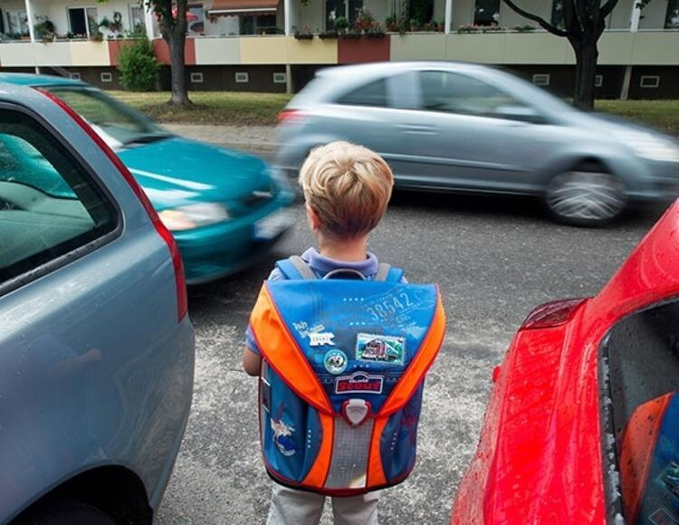 Okul önünde trafik