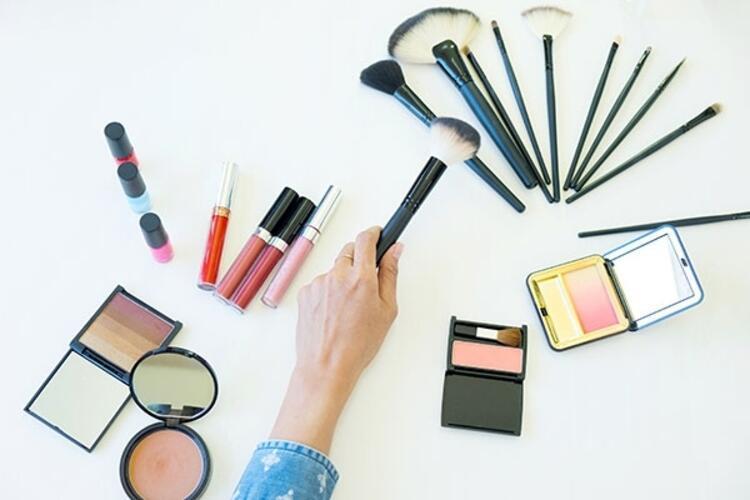 İçerikleri bilinmeyen kozmetik ürünlerini kullanmak