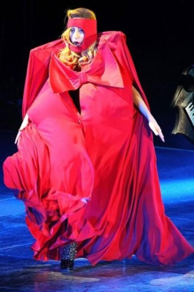 Tarzı ile dikkat çeken Lady Gaganın sıra dışı kıyafetleri