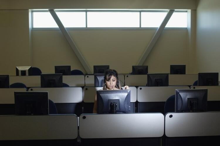 Uzun süre bilgisayar ekranına bakmak