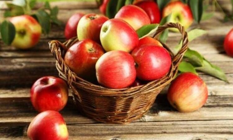 Her gün bir kırmızı elma kalbi korur