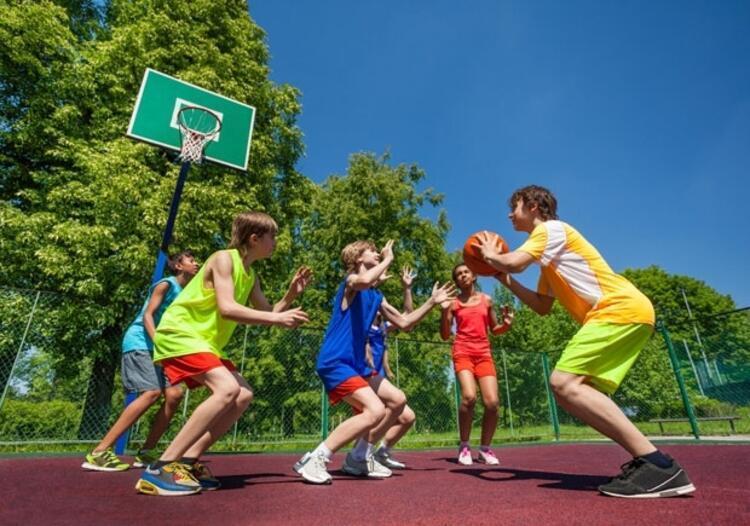 Yanlış: Çocuğum basketbol oynarsa boyu uzar