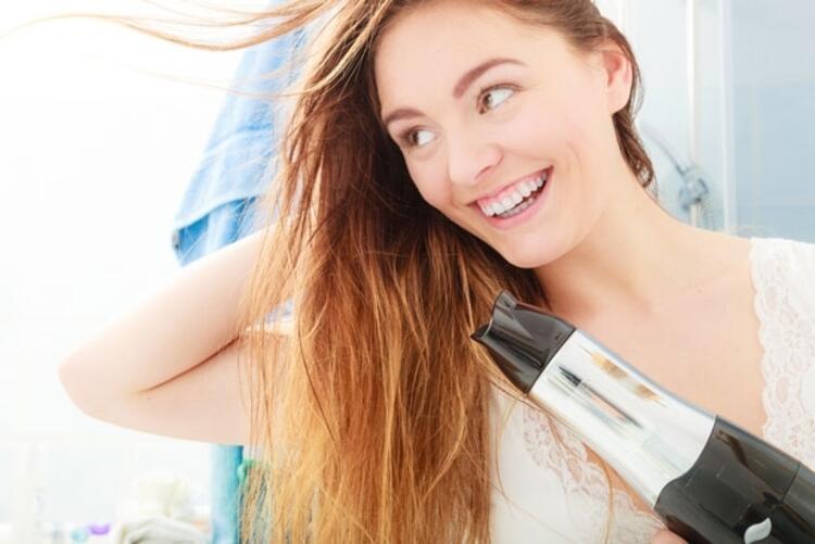 İyonlu saç kurutma makinesi kullanın