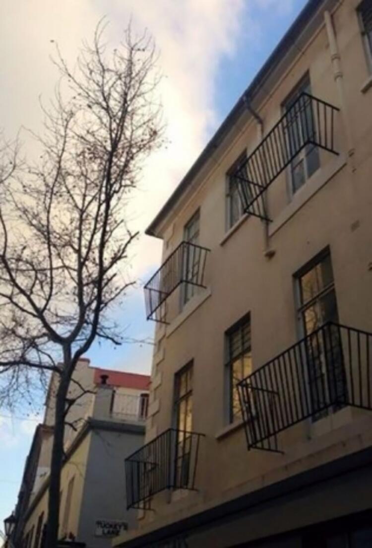 Balkon görünümlü balkon olmayan yer