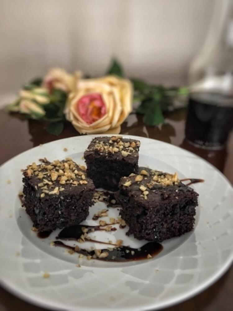 Şekersiz keçiboynuzlu brownie tarifi (10-12 kişilik)