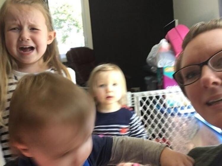 Çocuklar ile selfie çekmeye çalışmak