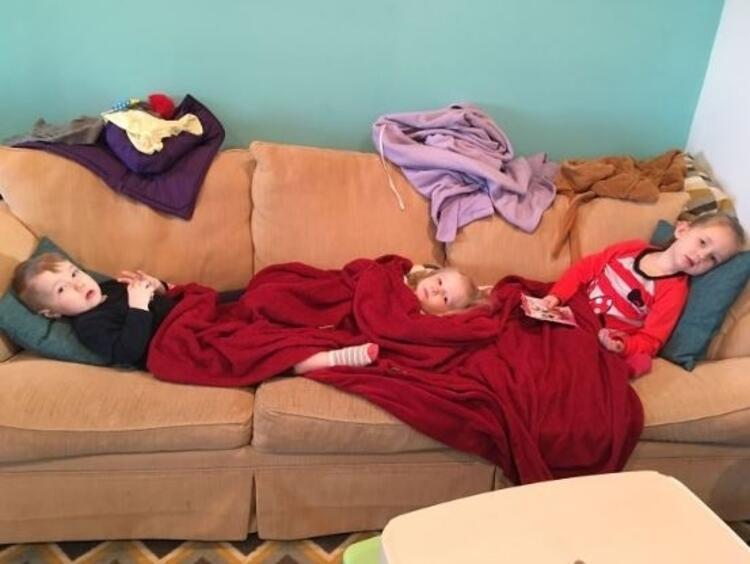 3 hasta çocuk. Eğlenceli değil...