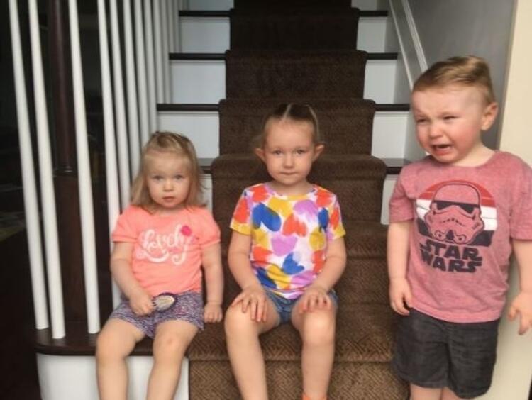 Merdivenlerde oturup fotoğraf çekilmek. Basit değil