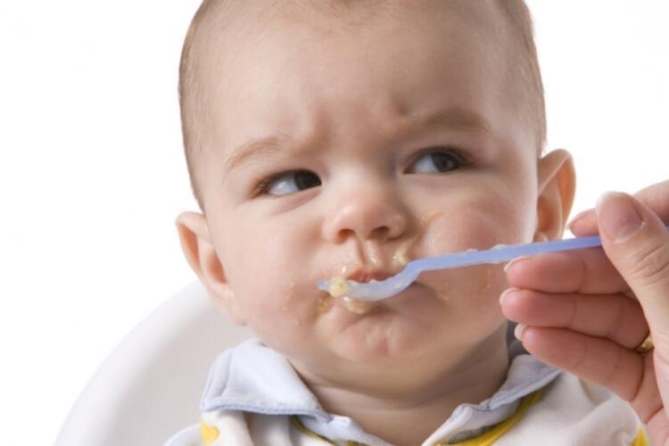 HATA 1: Yemek yemeyen çocuğa zorla yemek yedirmek