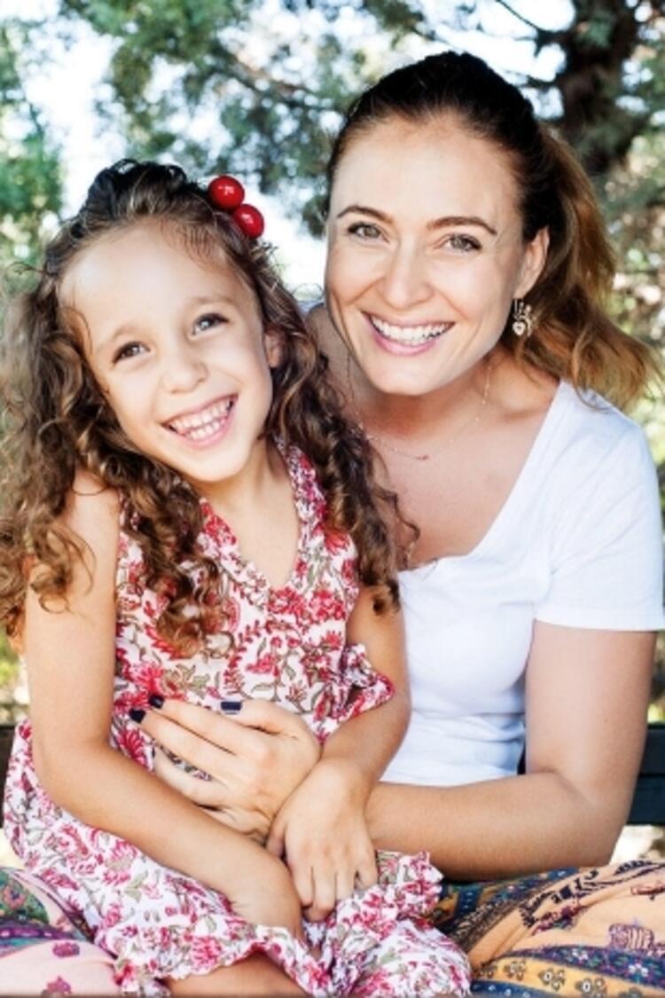 Ceyda Düvenci ve kızı Melisa Nur