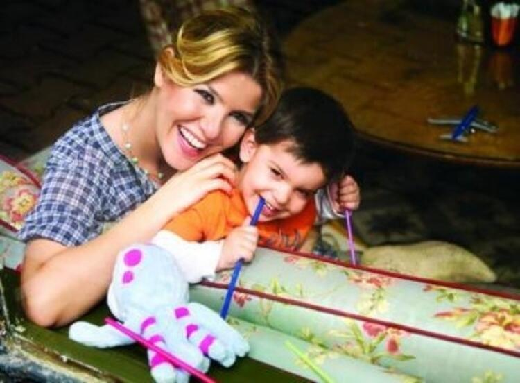 Gülben Ergen ve oğlu Atlas