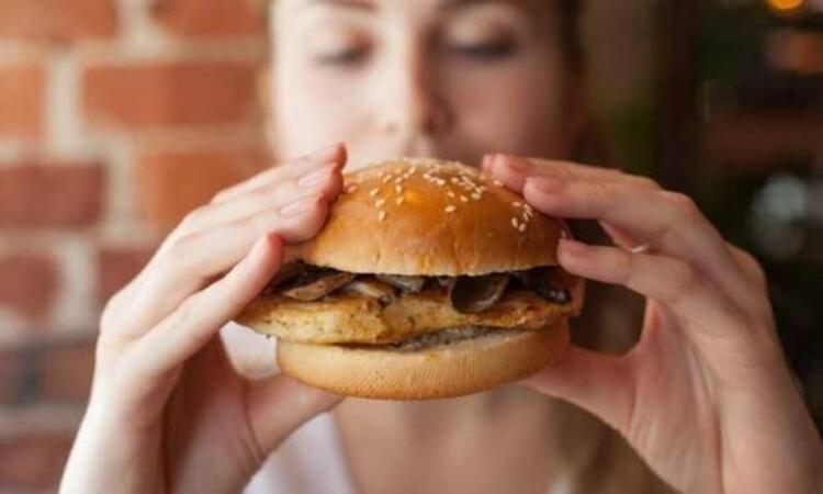 Fast food tarzı gıdalar geçici mutluluk veriyor