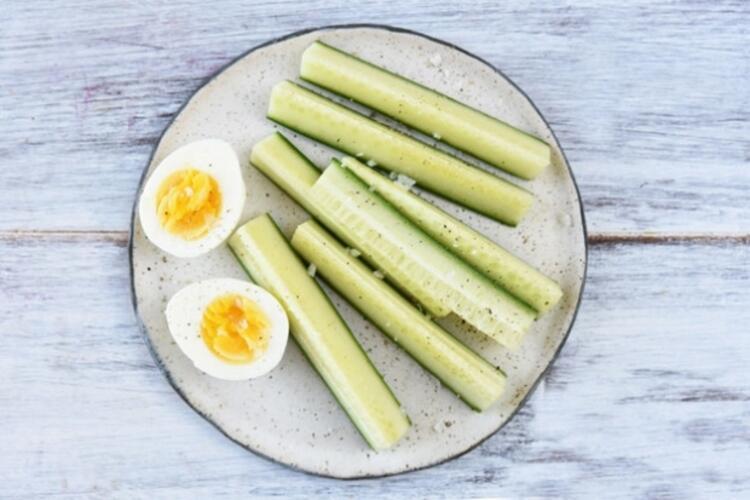 Salatalık ve haşlanmış yumurta