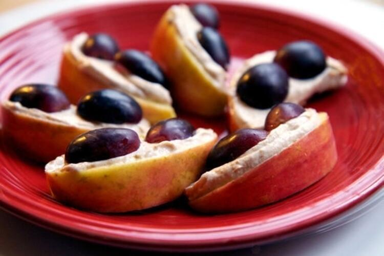 Kremalı fıstıklı elma ve üzüm