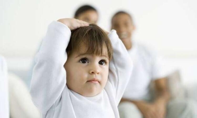 Bebeklik çağından itibaren düşme ve darbelere dikkat